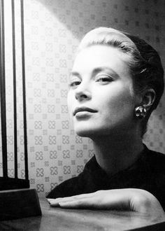 msmildred:Grace Kelly photographed by Cecil Beaton.