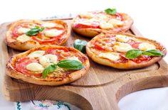 Minipizzas: pequeños bocados para todos los gustos | EROSKI CONSUMER. Ideas para hacer minipizzas caseras, una propuesta gastronómica muy práctica, sabrosa y versátil, de pequeño formato y grandes posibilidades