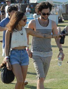 Gossip à Coachella. Zoe Kravitz et Penn Badgley étaient ce week-end au festival californien