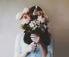 Photography - best of photography from the past to the latest on We Heart It Portrait Photography Poses, Tumblr Photography, Creative Photography, Aesthetic Photo, Aesthetic Girl, Aesthetic Pictures, Tmblr Girl, Girls With Flowers, Girly Pictures