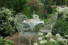 Aiken House & Gardens: A White Garden Tea!