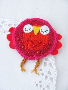 Viikonloppuna syntyi muutama pöllöinen-rintakoru . Pöllöt on n. 8 cm korkeita. Virkattuja ja lisänä huopaa ja helmiä. :) Yk...