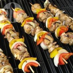 Chicken and Bacon Shish Kabobs. Marinated mushrooms and bacon-wrapped chicken chunks are threaded onto skewers with pineapple, and cooked on the grill! Chicken Kabobs, Chicken Wraps, Marinated Chicken, Grilled Chicken, Grilled Shrimp, Grilled Salmon, Healthy Chicken, Bacon Wrapped Chicken, Chicken Bacon