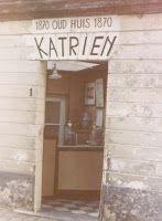 De kleinste winkel van gent . Er was plaats 1 klant en je kon er 2 soorten snoep kopen. De Katrienespekken