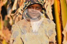 Menina a sorrir/Girl smiling by Filipe Condado – Moderimage