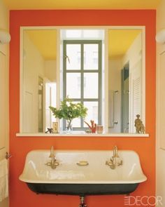 Timeless y cuarto de ba o tradicional Ideas Orange Bathrooms, Dream Bathrooms, Beautiful Bathrooms, Best Bathroom Paint Colors, Colorful Bathroom, Veranda Interiors, Orange Rooms, Orange Walls, Townhouse