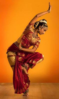 Graceful Bharatanatyam Dance Representing the Indian Culture – Red Salt Cuisine Restaurant Bollywood, Art Indien, Isadora Duncan, Indian Classical Dance, Dance Movement, Dance Poses, Belly Dancers, Dance Photography, Just Dance