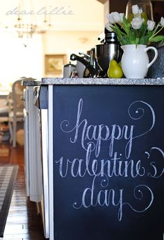 Valentines Chalkboard Art-many other Valentines décor ideas too. Really pretty (I love Valentines Day.)