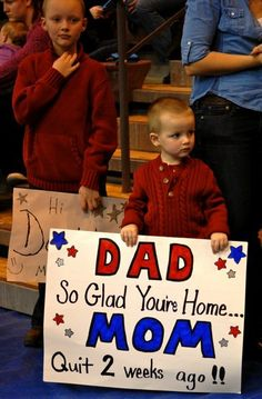 You'll Prefer Going Home Alone After Seeing These 60 Awkward Airport Signs - Page 5 of 59 - NewsD Funny Welcome Home Signs, Welcome Home Signs For Military, Welcome Home Daddy, Military Deployment, Military Spouse, Military Homecoming Signs, Homecoming Ideas, Homecoming Posters, Homecoming Dresses