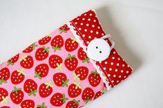 """Handytaschen - Handytasche """"Erdbeerig"""" - ein Designerstück von Fadentaenzerin bei DaWanda"""