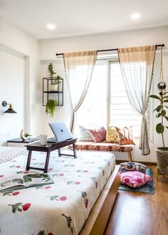 Indian Room Decor, Indian Bedroom, Home Decor Furniture, Home Decor Bedroom, Living Room Decor, Bedroom Furniture, Bedroom Ideas, India Home Decor, Ethnic Home Decor