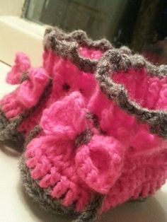 Crochet girl baby booties