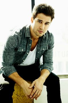 OK! Magazine | Ryan Guzman on Pretty Little Liars – Ryan Guzman
