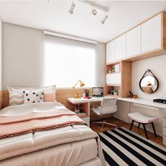 Bedroom ideas for small rooms for girls diy awesome ideas Small Room Bedroom, Home Bedroom, Bedroom Interior, Bedroom Makeover, Bedroom Design, Bedroom Decor, Small Bedroom, Room Makeover, Room Decor
