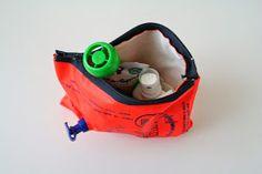 Reetselig: Eine Notfalltasche aus einem kaputten Schwimmflügel