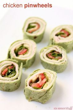 Our chicken pinwheels with cucumbers, tomatoes, and lettuce make great after-school snack (or healthy lunch!) Baked Garlic Parmesan Chicken, Crispy Baked Chicken Wings, Easy Chicken Wing Recipes, Low Carb Chicken Recipes, Pesto Pasta, Parmesan Wings Recipe, Tapas, Slow Cooker, Chicken Pinwheels