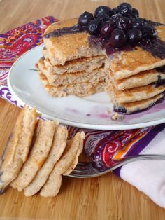 Panquecas com molho de mirtilos / Pancakes with blueberry sauce