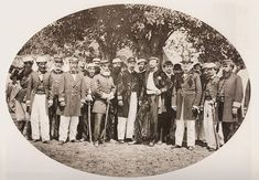 Oficiais brasileiros nos momentos finais da Guerra do Paraguai, entre eles está o Conde d´Eu (com a mão na cintura), 1870.