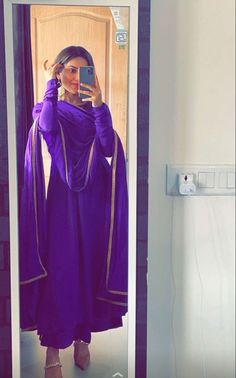 Party Wear Indian Dresses, Pakistani Dresses Casual, Designer Party Wear Dresses, Indian Bridal Outfits, Kurti Designs Party Wear, Dress Indian Style, Pakistani Dress Design, Casual Indian Fashion, Indian Fashion Dresses