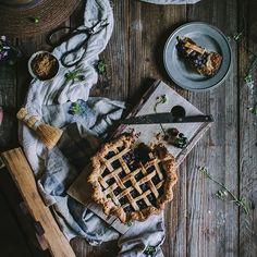 Emiliana Chateau (@emilianachateau) • Fotos y videos de Instagram Wood Watch, Instagram, Food, Pallets, Colors, Wooden Clock, Meals, Yemek, Eten
