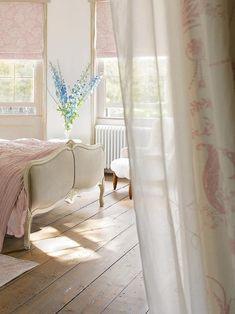 Cottage ● Pale Pink Bedroom