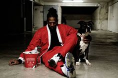 #SANTA #vraismorceauxdepouletsfrits #escapethebucket  Social conformity is a type of social influence that results in a change of belief in order to fit in with a group #freethepigeon  pict @kevthewatcher model @maitrepayne & doggo.