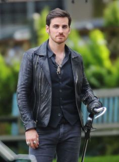 "Colin O'Donoghue - Behind the scenes - 6 * 1 ""The Savior"" - 12th July 2016"