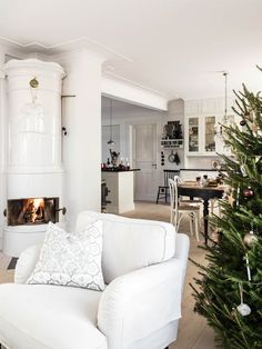 Julpyntat med naturmaterial – kika in i Noel Christmas, Nordic Christmas, Christmas Inspiration, Hygge, Interior Design Living Room, My Dream Home, Decoration, Interior Inspiration, Interior Architecture