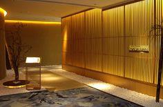 広州 なだ万 | レストラン | なだ万 Wood Partition, Japanese Interior, Traditional Interior, Tempura, Restaurant Bar, Coffee Shop, Room Decor, Interior Design, Architecture