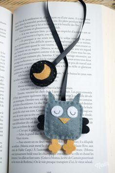 Owl bookmarks in ribbon and gray and black padded felt Felt Crafts Patterns, Felt Crafts Diy, Arts And Crafts, Sewing Art, Sewing Crafts, Sewing Projects, Diy Marque Page, Felt Bookmark, Felt Gifts