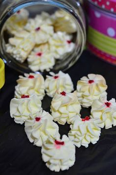 Biskut Bunga Cina @ Dahlia Susu ~ *usually refer to original source/link but this girl has useful tips - I like :) Biscuit Cookies, Biscuit Recipe, Yummy Cookies, Cake Cookies, Cookie Brownies, Sponge Cake Recipes, Cookie Recipes, Puding Cake, Fun Desserts