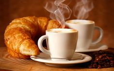 croissants et café chauds gentle joy Coffee Break, My Coffee, Coffee Time, Fresh Coffee, Morning Coffee, Good Morning Breakfast, Eat Breakfast, Italian Breakfast, Coffee Tumbler