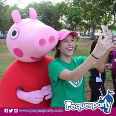 Momento de un buen #selfie con #Peppa  PequesParty La Fábrica de Sonrisas  #Maracaibo #venezuela #show #personajes #kids #party #mcbo #peppapig #diversion #entretenimiento #sonrisas #unicos #TodoIncluido #paquetes #maximos #domingo #combo