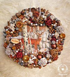 Merry christmas wreath  Karácsonyi kopogtató szarvasos képpel Christmas Wreaths, Merry Christmas, Halloween, Home Decor, Merry Little Christmas, Decoration Home, Room Decor, Wish You Merry Christmas, Home Interior Design