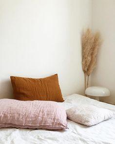 home - maison - decoration - deco - interior design - salon - appartement - apartment - flat - living room - house - design - bohemia - boheme - recup - upcycling - kitchen - bedroom - scandinavian - scandinave / Home Bedroom, Bedroom Decor, Bedroom Ideas, Bedrooms, Bedroom Apartment, Bedroom Furniture, Palette Bed, Casa Milano, Home Decoracion
