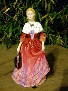 Vintage Paragon China Figurine LADY CYNTHA Potters her Majesty Queen Elizabeth