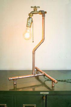 Lámpara de mesa de cobre industrial por NineandTwenty en Etsy