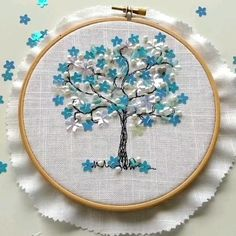 Embroidery Hoop Crafts, Wedding Embroidery, Hand Embroidery Flowers, Embroidery Flowers Pattern, Simple Embroidery, Christmas Embroidery, Hand Embroidery Designs, Embroidery Art, Cross Stitch Embroidery
