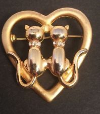 Vintage Cats in Heart Gold Pin / Brooch Jewelry with Gift Box & FREE SHIPPING
