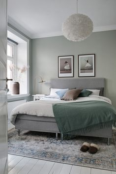 Kitchenette open to the living room, stylish accents in red, blue and ver - room furnishings, akzente wohnzimmer Light Green Bedrooms, Sage Green Bedroom, Living Room Green, Green Rooms, Light Bedroom, White Bedroom, Room Ideas Bedroom, Home Decor Bedroom, Diy Bedroom