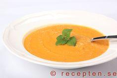 Sötpotatissoppa med chili och lime - Mycket god sötpotatissoppa gjord från grunden med sötpotatis, morötter. Smaksatt med chili, lime och vitlök. Otroligt god!