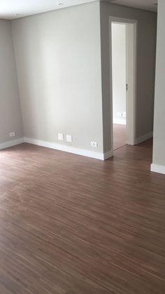 Apartamento com Piso Laminado Eucafloor Prime Cappuccino e rodapé de 10 cm branco!