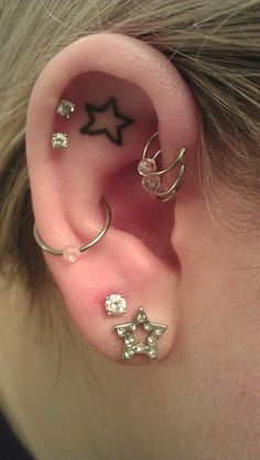 I love the star tattoo in the ear!! And the layout of the piercings!