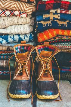 Why It's So Hard to Get Your Hands on Bean Boots: Duck boots may not seem like a style must have — they're all-purpose, rubber-soled, and more function than high fashion — but still, popular purveyor L. Fall Winter Outfits, Autumn Winter Fashion, Winter Boots, Winter Wear, Preppy Winter, Winter Clothes, Botas Bean, Fall Inspiration, Estilo Cool