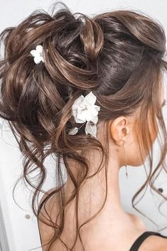 30 Top Wedding Updos For Medium Hair ❤ wedding updos for medium hair high bun . - - 30 Top Wedding Updos For Medium Hair ❤ wedding updos for medium hair high bun with loose curls and white flowers tatistylespb Bridal Hair Updo, Wedding Hairstyles For Long Hair, Loose Hairstyles, Straight Hairstyles, Hair Wedding, Wedding Bride, Office Hairstyles, Anime Hairstyles, Stylish Hairstyles