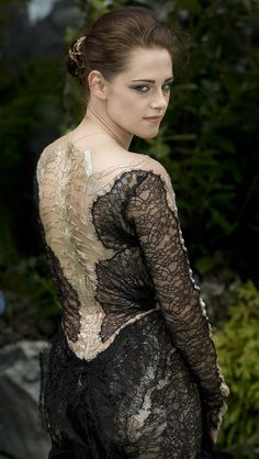 Snow White & the Huntsman premiere Tho I don't like her much that dress is phenomenal