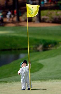 The son of pro golfer Scott Stallings plays with the flag on the fourth green during the par three competition at the Masters golf to. Augusta National Golf Club, Augusta Golf, Jordan Spieth, Kids Golf, Play Golf, Masters Golf, 2014 Masters, Golf Etiquette, Masters Tournament