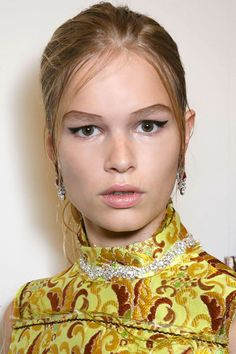 Prada keeps the flick neat, but the brows a feature, this is fabulous runway make-up