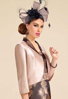 Donna Zeila 8944 | GN Design Group  DONNA ZEILA 8944  Vestido de fiesta corto en jacquard con tirante ancho y detalles de cristal en fajín con chaqueta.