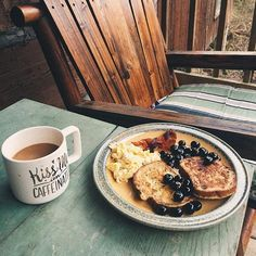 Ending the mountain weekend the right way ☕️breakfast on the porch, listening to the creek, and watching the sun rise over the mountain top ⛅️ . . . #mountainhigh #greatsmokymountains #tennessee #breakfast #glutenfree #glutenfreefrenchtoast #blueberries #coffee #travel #frenchtoast #airbnb
